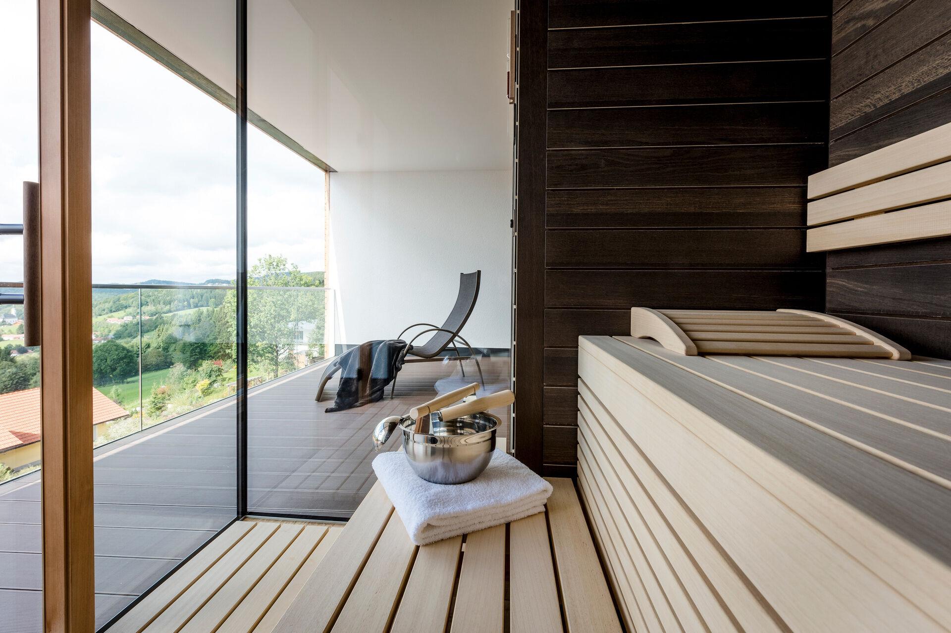wellness f r zwei mit whirlpool im zimmer wellnesshotel bayern im bayerischen wald. Black Bedroom Furniture Sets. Home Design Ideas