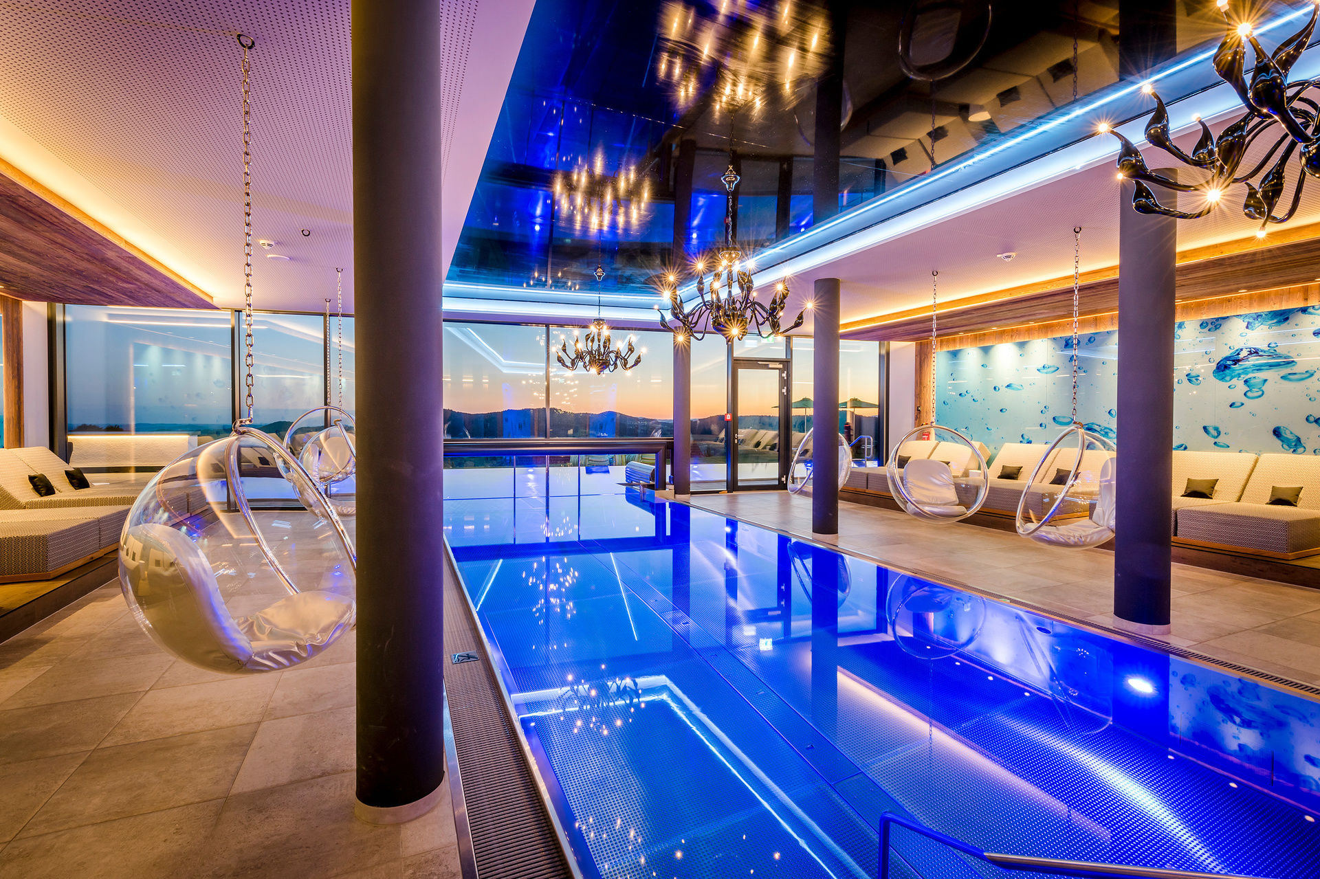 Infinity pool wellnesshotel h ttenhof bayersicher wald for Dusseldorf hotel mit pool