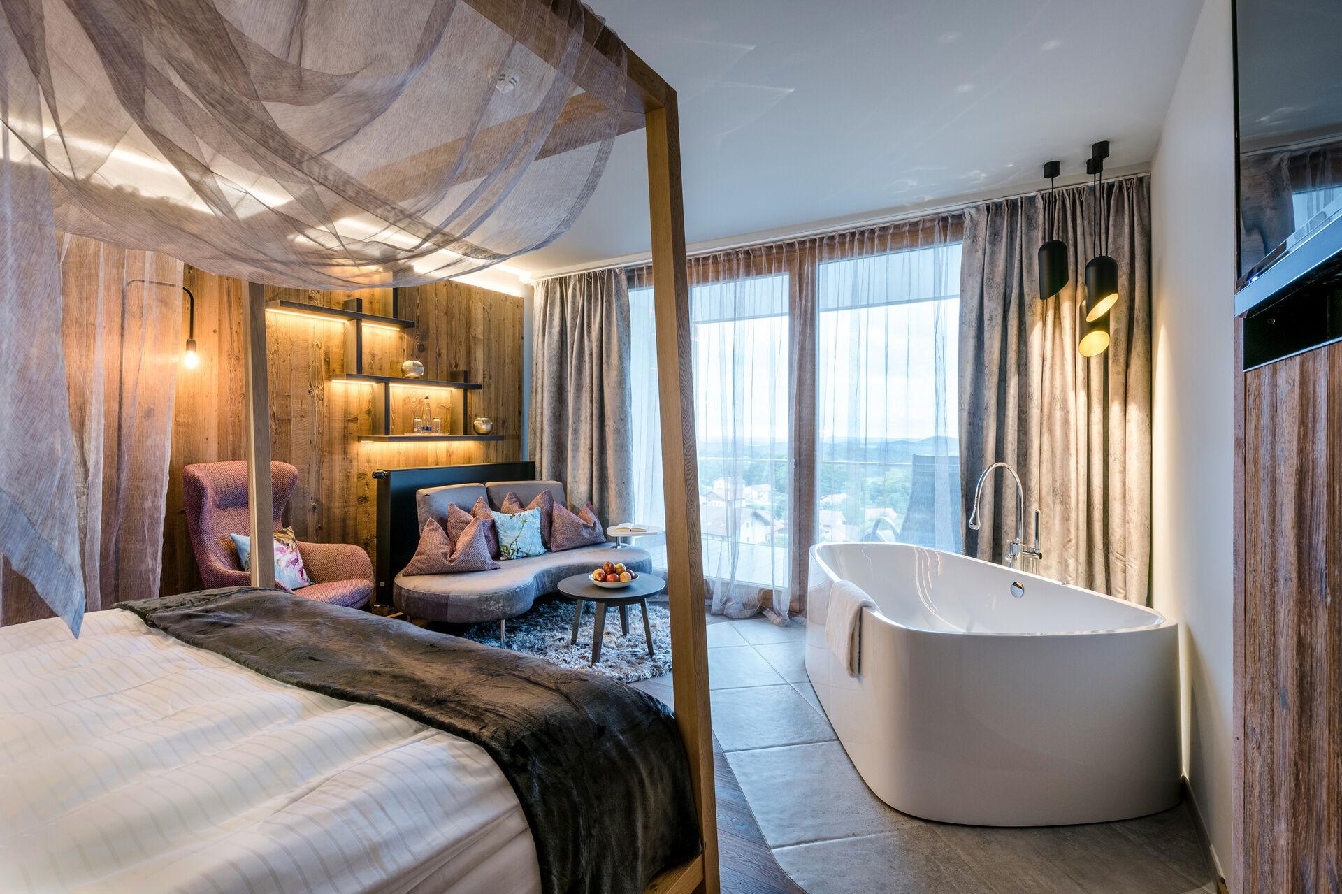 Liebeszauber deluxe hotel zimmer mit whirlpool im for Design wellnesshotel nrw