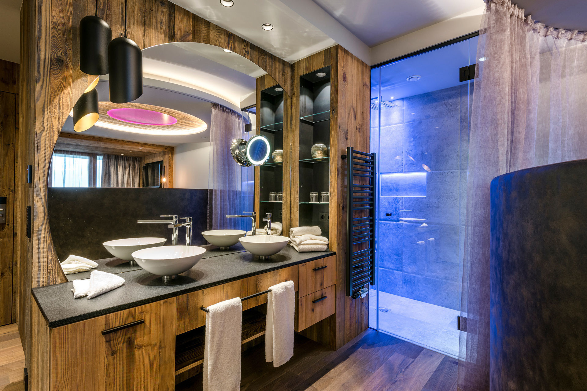bayerischer wald wellnesshotel romantikurlaub im hotel mit whirlpool im zimmer bayern 4. Black Bedroom Furniture Sets. Home Design Ideas
